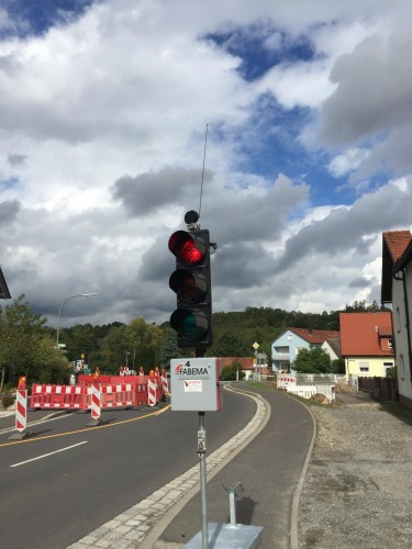 Wireless traffic lights reverse engineered with an RTL-SDR