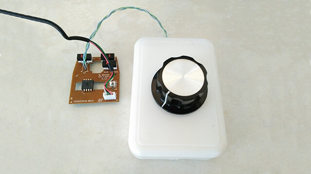 The rotary encoder connected to the USB mouse.