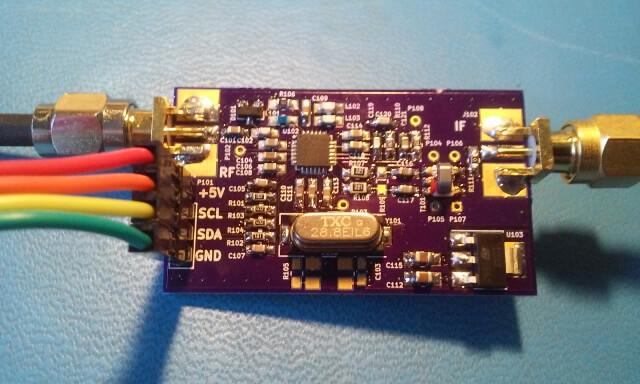 The assembled R820T2 breakout board.