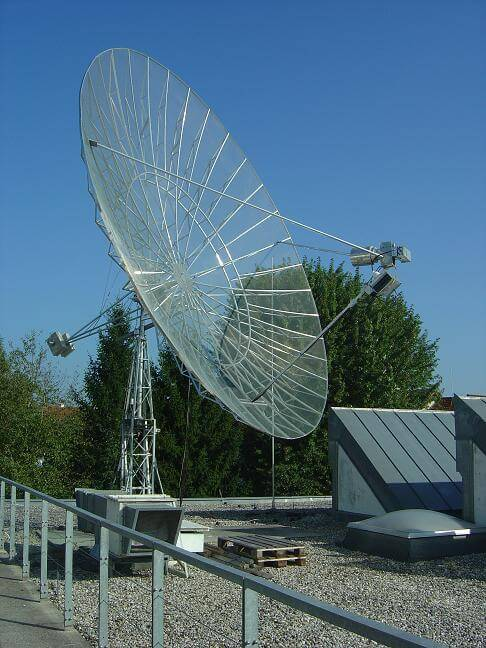 OE5JFL's 7.3m pulsar detection dish with an RTL-SDR receiver.
