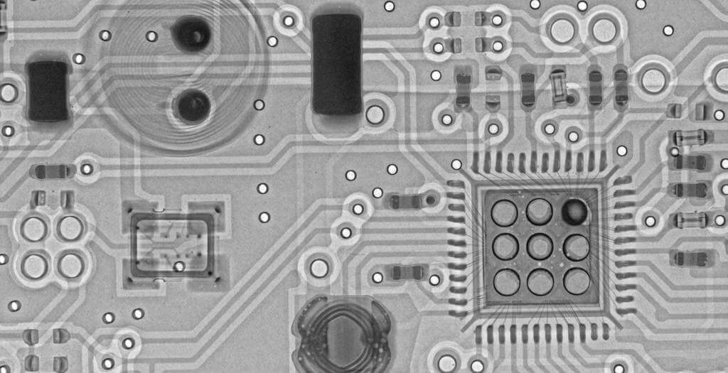 X-Ray Zoom In on the RTL2832U Silicon Chip.