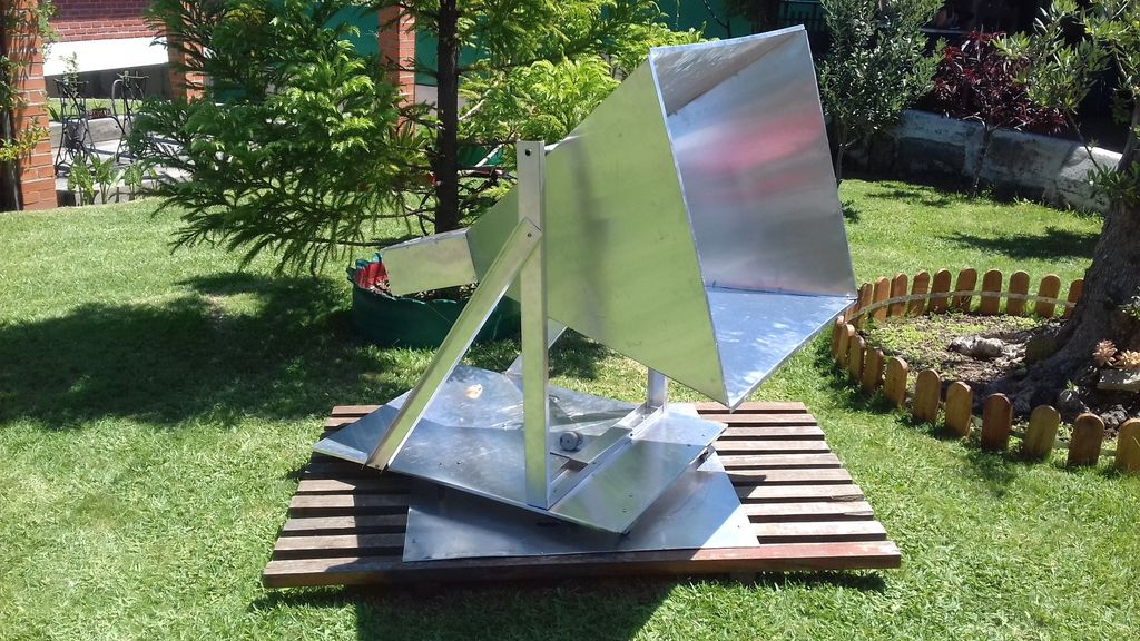 """""""diyguypt""""'s Hydrogen Line Horn Antenna connected to an RTL-SDR"""
